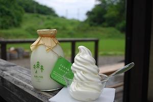ソフトクリームと特製牛乳